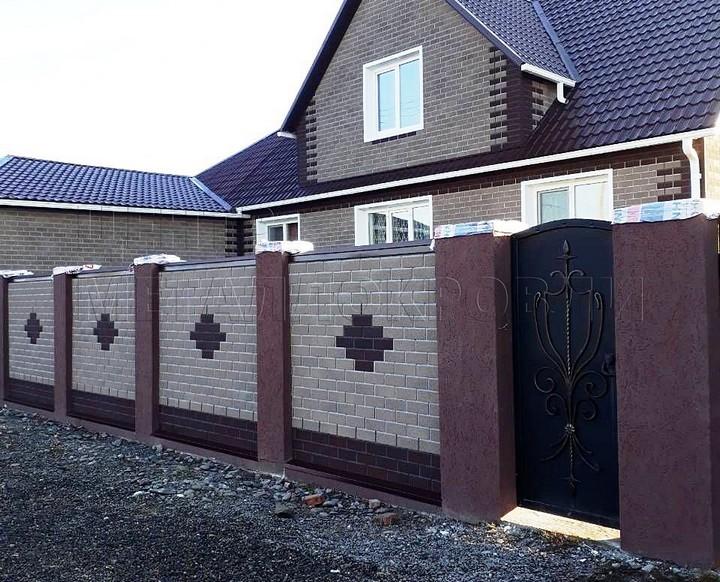 Забор с покрытием из фасадной плитки HAUBERK